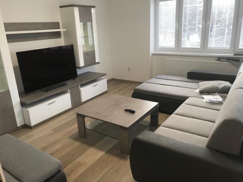 2.5 izb, byt v rodinnom dome, BN, centrum