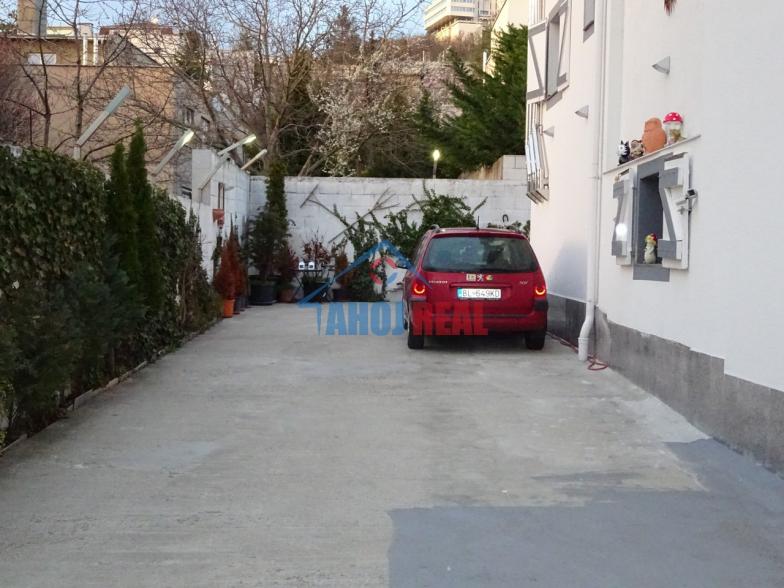 MEZONET 3i byt, aj parking, aj PSIK môže