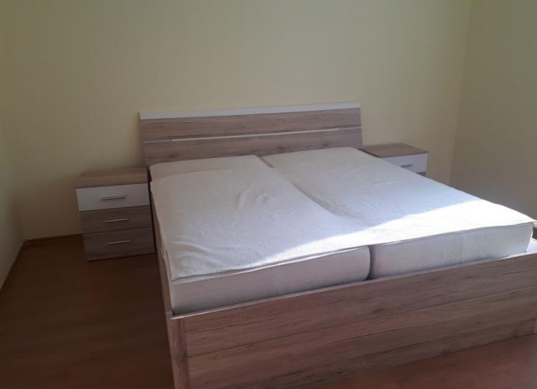 Ponúkame tichého priestraného 2-izbového bytu, Radlinskeho , Bratislava I - Staré Mesto.
