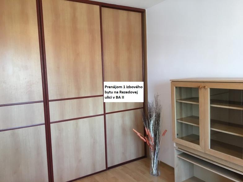 Prenájom kompletne zrekonštruovaného 1 izbového bytu vo vyhľadávanej lokalite Ružinov- Trávniky, Rezedova ulica hneď vedľa OC Retro.