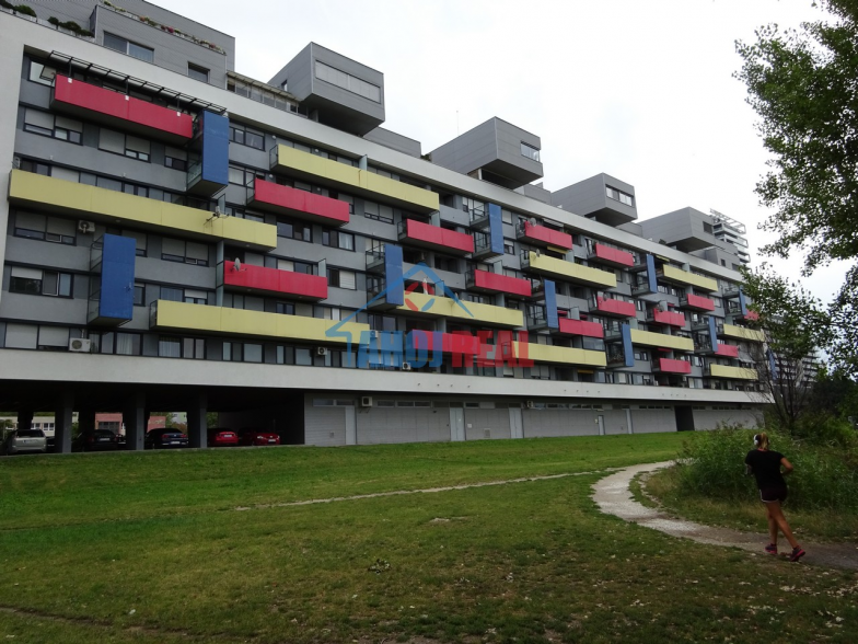 NOVOSTAVBA pri OC RETRO, zariadený byt, parking
