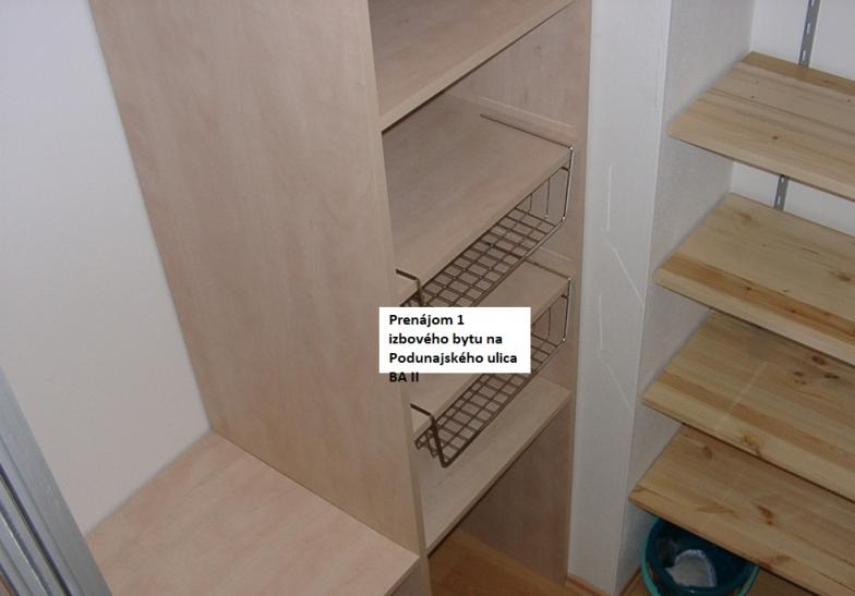 Prenájom 1 izbového bytu na Podunajskej ulici v BA II. Byt je vo veľmi peknej a príjemne