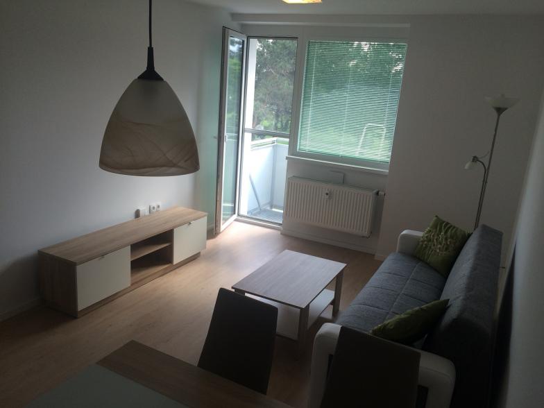 Prenajom kompletne zariadeného 2-izbového bytu s balkónom v Ružinove, Ružinovská ulica