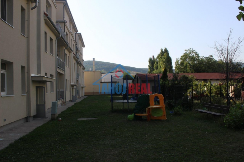 PLUHOVÁ 4i byt, parking, zahrada s Altánkom
