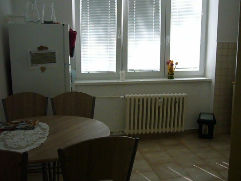 2 izb. byt v centre s garážou, zariadený