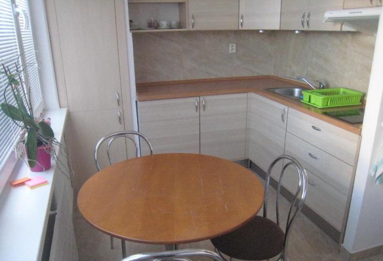 Prenájom 1- izbového bytu po celkovej rekonštrukcii- Bratislava V Petržalka bez balkóna,na Osuského ulic