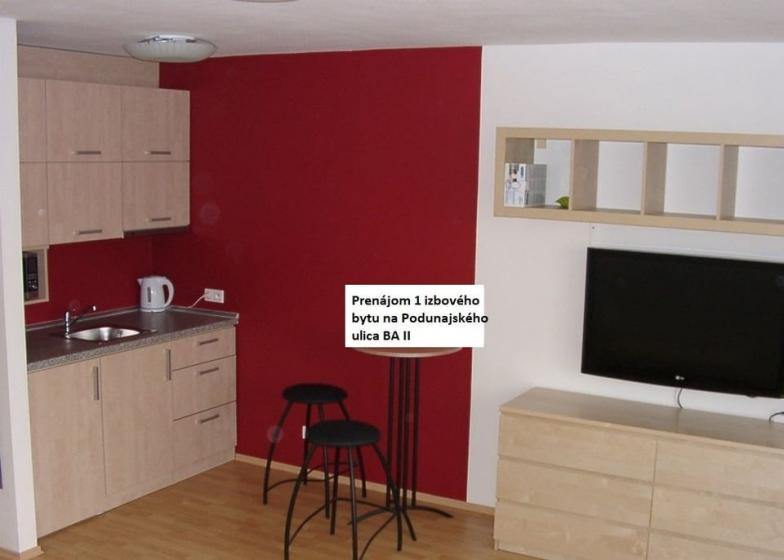 Prenájom 1 izbového bytu na Podunajskej ulici v BA II.  Byt je vo veľmi peknej a príjemnej