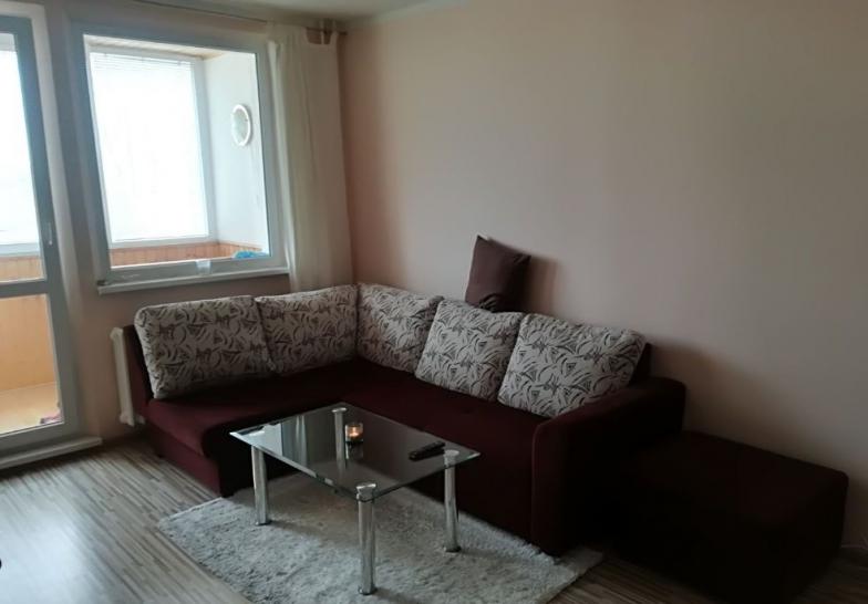 Prenajom veľkého priestranného zrekonštruovaného 2 izbového bytu v Petržalke, Mamateyova ulica, s preskl