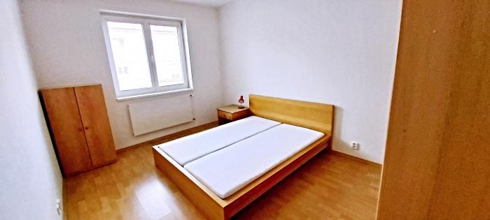 Prenájom 2-izbového zariadeného bytu v tichej lokalite 500-bytov na Kvačalovej ulica.