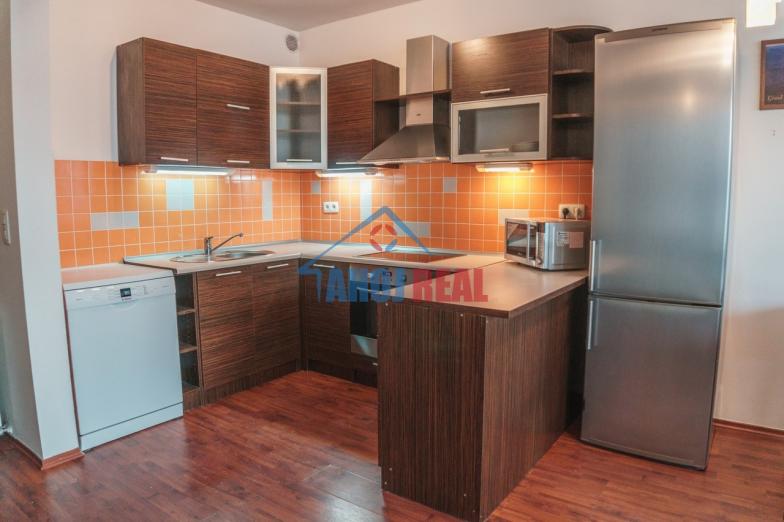 III Veže, novostavba, zariadený 3i byt, aj 2x garaž