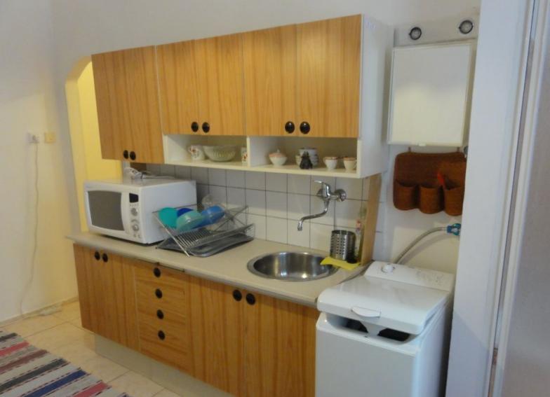 Prenájom pekného slnečného  1 izbového bytu o rozmere 38m v Bratislave mestskej časti Nové mesto na Škultétyho ulici.